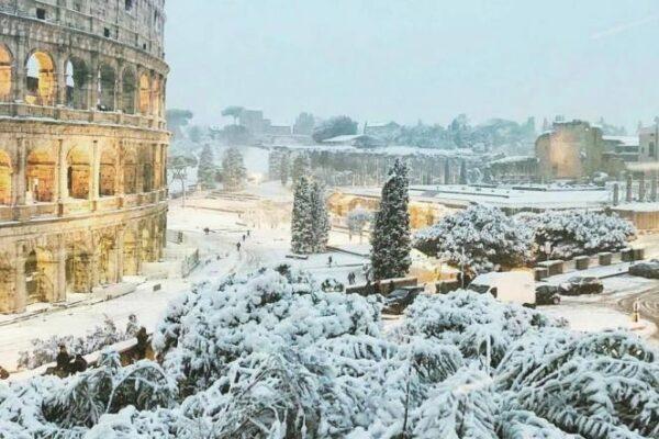 Roma, neve, caminetto e leggende passate