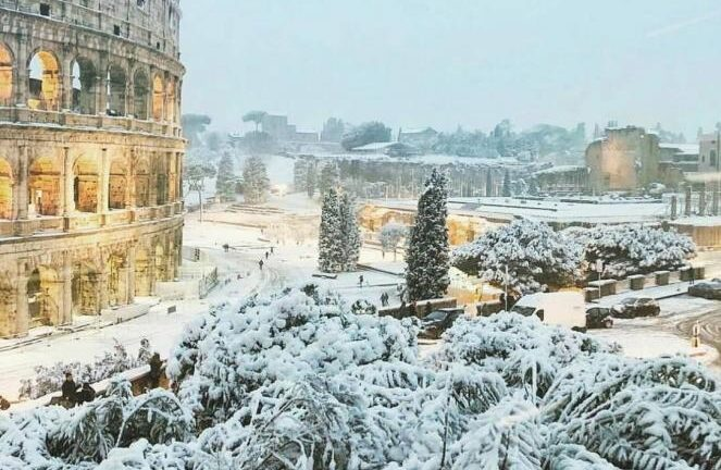 Roma, neve, caminetto e leggende