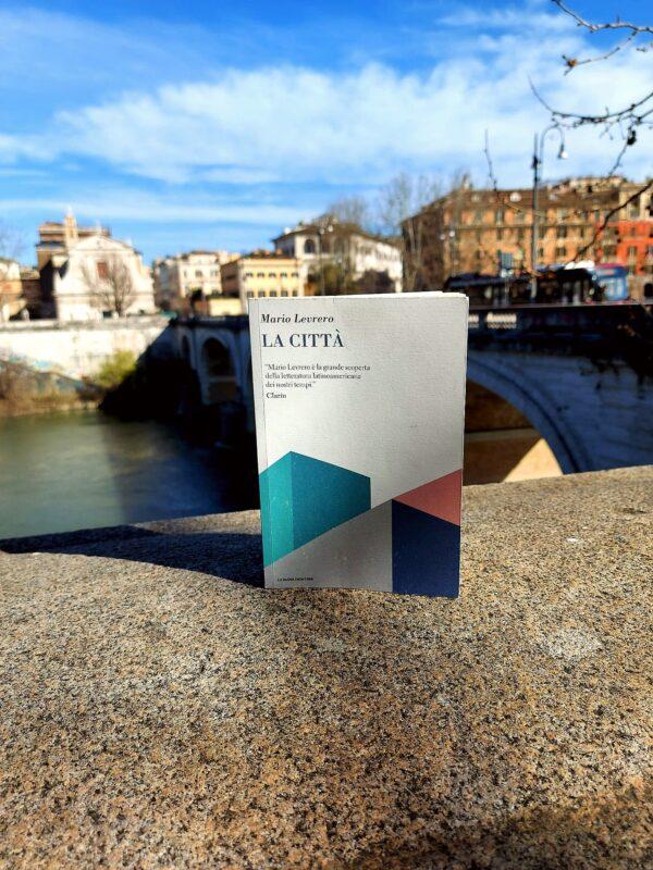 'La città' di Mario Levrero, edito La Nuova Frontiera – Recensione